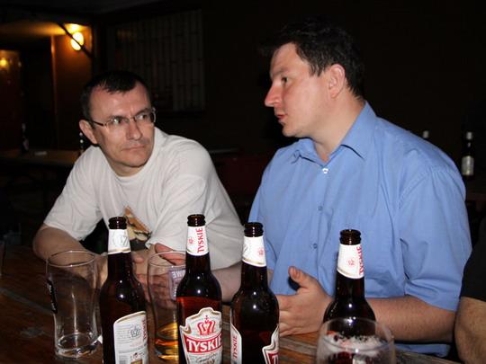 Autor s Maćkem Panasiewiczem u večerního piva © Jan Guzik