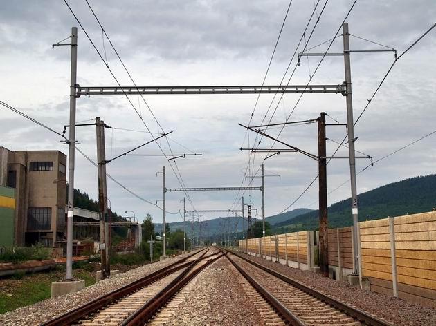 Pohľad na už zmodernizovanú časť trate, smer Krásno nad Kysucou © Radovan Plevko