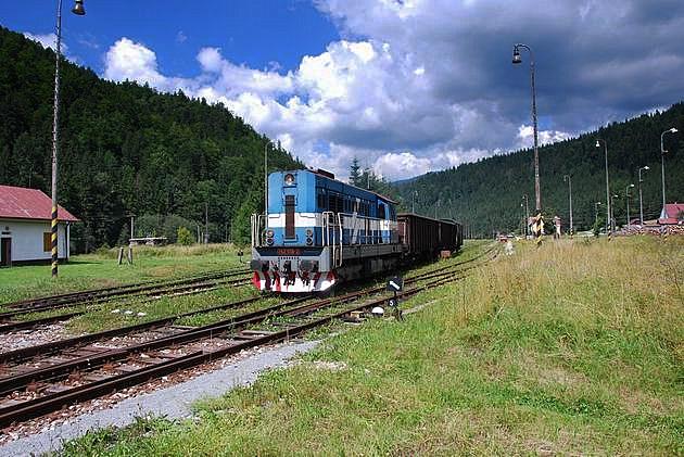 Odchod manipulačného vlaku z Červenej Skaly. © Ivan Wlachovský