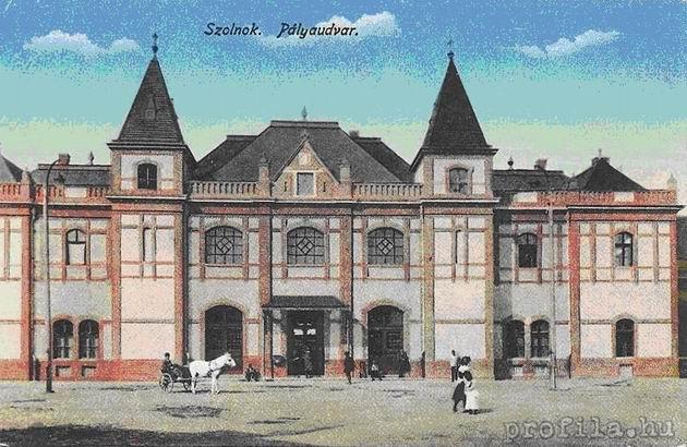 Pôvodná železničná stanica Tiskej železnice v Szolnoku, pohľad z ulice.