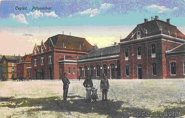 Pôvodná železničná stanica Tiskej železnice v Ceglédu, pohľad z ulice.