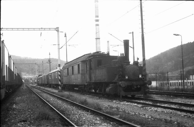 Odvoz rušňa 310.507 z Krompách – píše sa rok 1992 © J. Kubáček
