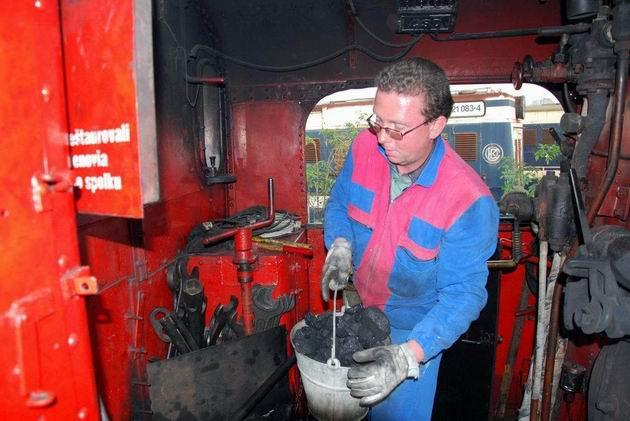 Igor plniaci zásobník na uhlie © Ivan Wlachovský