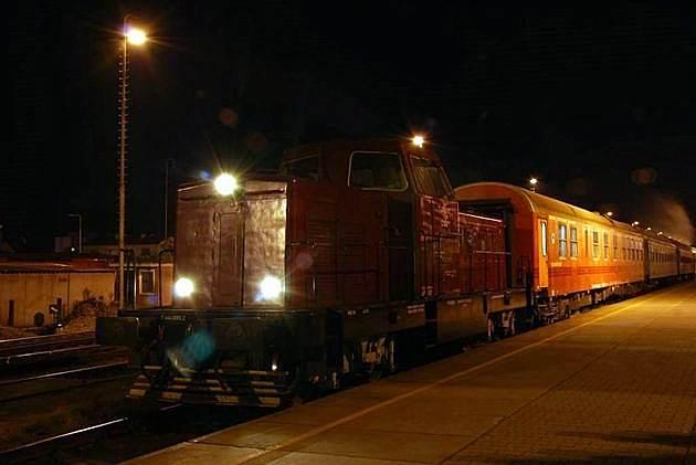 Karkulka T444.0055 s osobitným vlakom nachystaná v ŽST Prievidza na odchod © Ivan Wlachovský