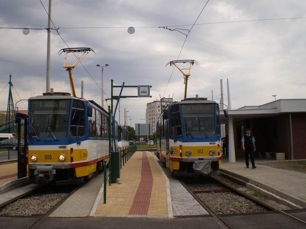 Konečná tramvaje Rókus pályaudvár po velmi povedené modernizaci s českými tramvajemi typu T6A2. 4.7.2010 © Jan Přikryl