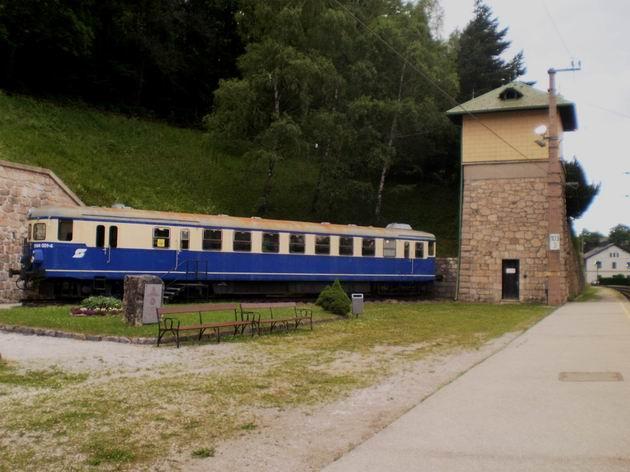 """""""Baluer Blitz"""" řady 5044.001 ÖBB stojí jako pomník v areálu stanice Semmering. 6.7.2010 © Jan Přikryl"""