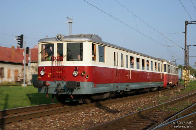 Osobitný osobný vlak vchádza na Rendez © Boris Dzurňák