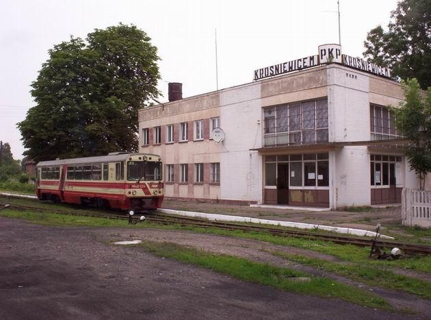 Krośniewice, budova nádraží a MBxd2-224, 5.7.2004 © Jiří Mazal