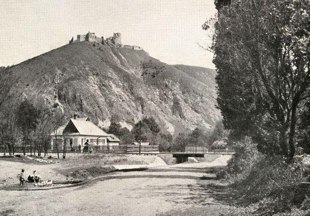 Zastávka Višňové pod Čachtickým hradom, pôvod fotografie: Pamětní spis o stavbě dráhy, září 1929