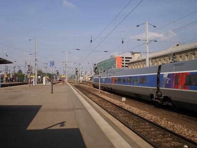 Strasbourg: Zpožděná jednotka TGV ze Švýcarska čeká na odjezd do Paříže. 28.4.2011 © Jan Přikryl