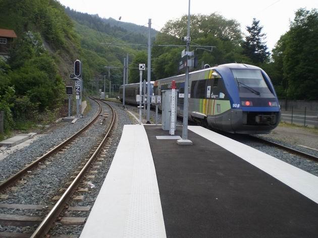 Souprava motorových vozů řady X73 000 SNCF opouští stanici Thann St. Jacques a míří ke konečné Kruth. 28.4.2011 © Jan Přikryl