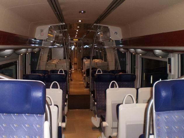 """Interiér elektrické jednotky řady Z27 500 SNCF dělá čest jejímu označení """"Grand Comfort"""". 29.4.2011 © Jan Přikryl"""