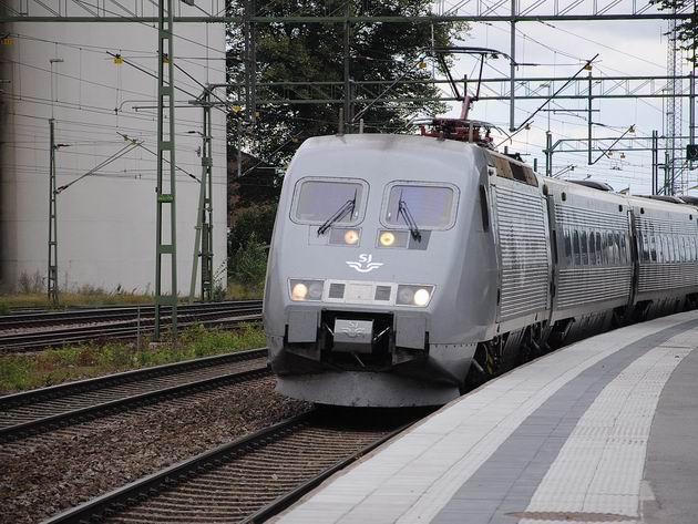 Jednotka X2000 SJ přijíždí ze Stockholmu do stanice Mjölby 15.8.2011 . © Lukáš Uhlíř