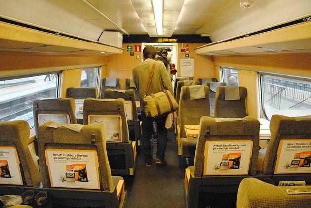 Jednoduchý, ale komfortní interiér dvacetileté jednotky X2000 SJ 15.8.2011 . © Lukáš Uhlíř