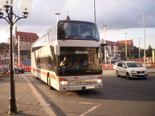 Norimberk: autobus společnosti Frankenbus stojí před hlavním nádražím po dlouhé cestě z Prahy 15.8.2011. © Jan Přikryl