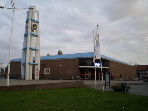 Výpravní budova stanice Den Helder z přednádraží 16.8.2011 . © Jan Přikryl