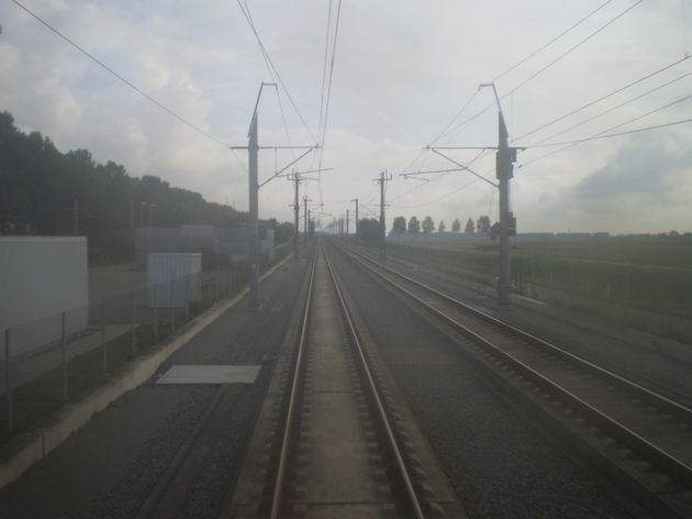 Pohled na trať HSL Zuid mezi letištěm Schiphol a Rotterdamem. 17.8.2011 © Jan Přikryl