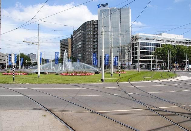 Rotterdam: celkový pohled na náměstí Hofplein směrem k tramvajové zastávce Pompenburg. 17.8.2011 © Lukáš Uhlíř