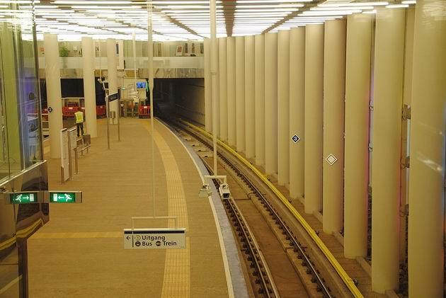 Rotterdam: společná konečná stanice metra linky D a Randstadrailu pod hlavním nádražím. 17.8.2011 © Lukáš Uhlíř