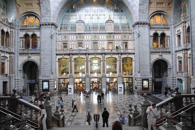Antverpy: velkolepá původní dvorana hlavního nádraží. 18.8.2011 © Lukáš Uhlíř