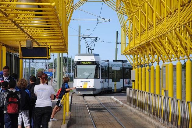 De Panne: do konečné zastávky přijíždí tramvaj po dlouhé cestě z Knokke. 19.8.2011 © Lukáš Uhlíř