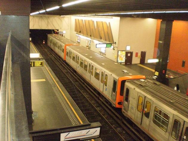 Brusel: starší souprava metra z BN před odjezdem z konečné stanice Simonis(Elizabeth). 21.8.2011  © Jan Přikryl
