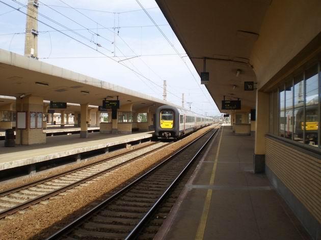 Brusel: souprava elektrických jednotek řady AM 96 přijíždí na vlaku IC do stanice Nord/Noord. 21.8.2011 © Jan Přikryl