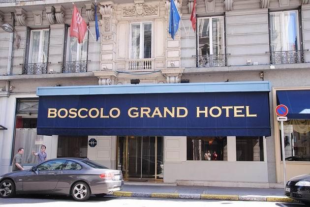 Lyon: impozantní vstup do čtyřhvězdičkového Grand hotelu Boscolo v centru města na Rue Grolée. 22.8.2011 © Lukáš Uhlíř