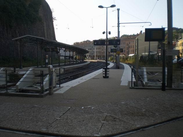 Lyon: zcela pusté kolejiště předměstského nádraží St. Paul. 22.8.2011 © Jan Přikryl