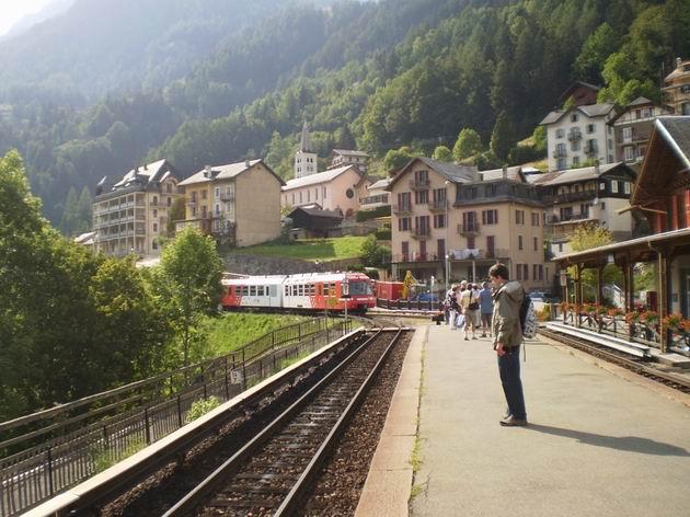 elektrická jednotka řady BDeh 4/8 TMR přijíždí do stanice Finhaut na vlaku z Valloricine do Martigny. 23.8.2011 © Jan Přikryl