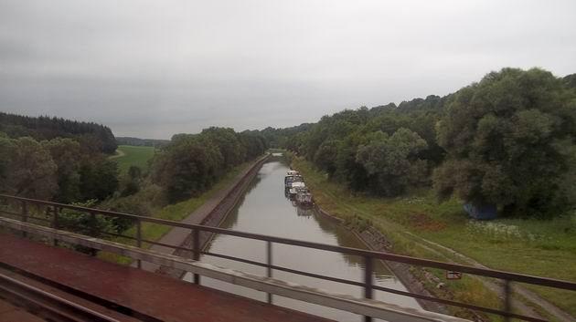 Pohled z vlaku na Canal des Houillères de la Sarre z 19. století u stanice Wittring. 2.7.2012 © Jan Přikryl