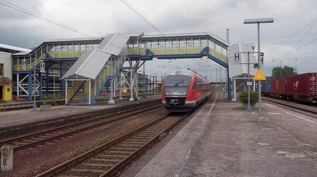 Desiro řady 642 DB opouští nádraží Wörth(Rhein) cestou do karlsruhe. 2.7.2012 © Jan Přikryl