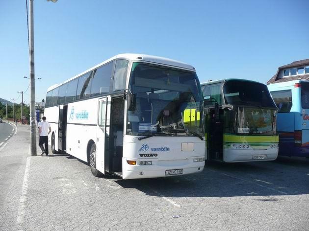 Korenica: náš autobus směr Split čeká u motorestu © Tomáš Kraus, 19.8.2012