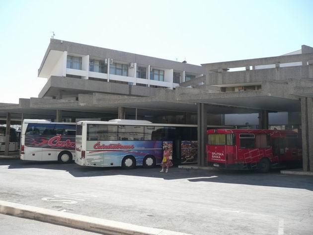 Šibenik: obsazená stanovišt� autobusového nádra�í © Tomáš Kraus, 20.8.2012