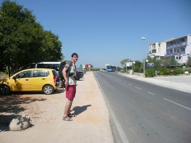 Podsolarsko: čekám na autobus, už jede a tady někde snad zastaví © Tomáš Kraus, 20.8.2012