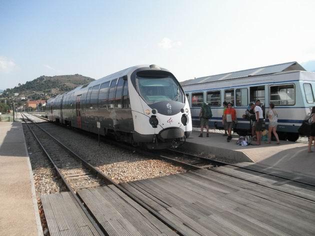 Setkání voz� �ad AMG800 a X97050 ve stanici Ponte Leccia © Aleš Svoboda