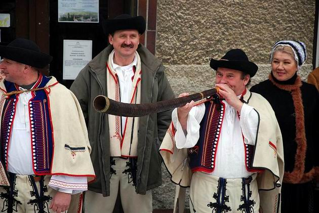 V �ST Chrenovec osobitný vlak vítal folklórny súbor.