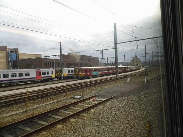 Obstarožní elektrické jednotky řad 62, 66, 70 a 73 SNCB/NMBS Mobility na odstavných kolejích stanice Liège-Guillemins. 14.4.2013 © Jan Přikryl