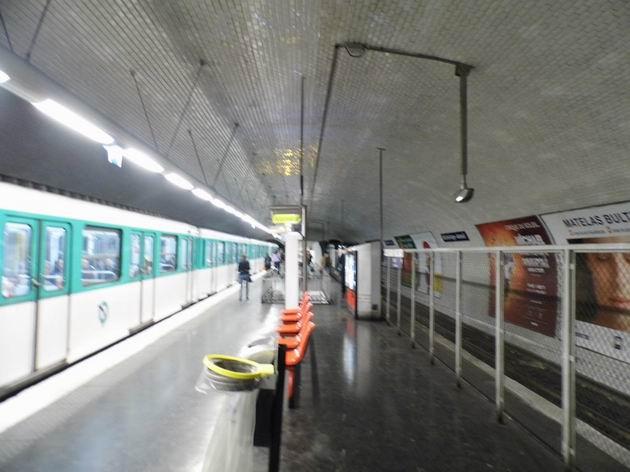 Paříž: souprava metra typu MF67 stojí ve stanici Michel-Ange – Auteuil, kolej vpravo se od roku 1923 nepoužívá. 14.4.2013 © Jan Přikryl