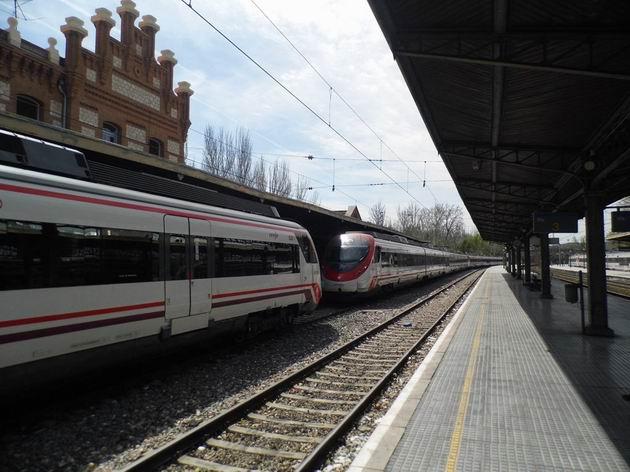 Jednotky Civia řady 465 systému madridských cercanías stojí odstavené na nádraží Aranjuez. 15.4.2013 © Jan Přikryl