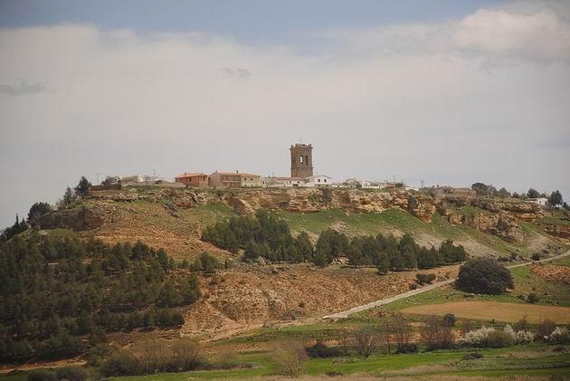 Vesnička Caracena del Valle u zrušené zastávky Castillejo del Romeral na trati z Aranjuezu do Valencie. 15.4.2013 © Lukáš Uhlíř