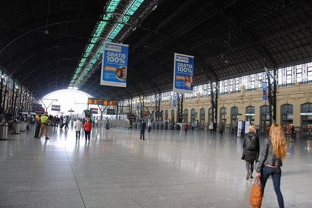 Valencie: hala bývalého centrálního nádraží Estación del Norte/Estació del Nord17.4.2013 © Lukáš Uhlíř