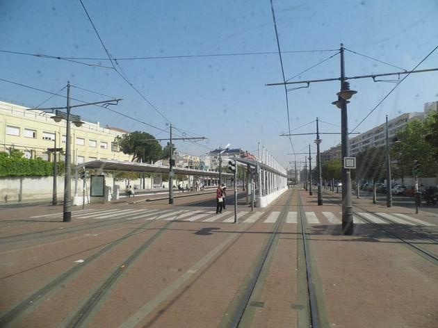 Valencie: celkový pohled na někdejší konečnou úzkokolejné železnice a dnes tramvajový terminál Pont de Fusta z místa výpravní budovy. 17.4.2013 © Jan Přikryl