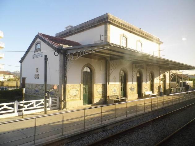 Výpravní budova stanice Caminha na trati Linha do Minho je v původním stavu z 19. století.19.4.2013 © Jan Přikryl