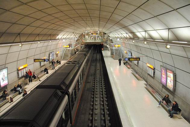 Bilbao: stanice metra Abando je prakticky identická s většinou ostatních v síti metra. 23.4.2013 © Lukáš Uhlíř