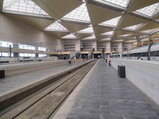 Zaragoza: normálněrozchodná část kolejiště nádraží Delicias. 24.4.2013 © Jan Přikryl