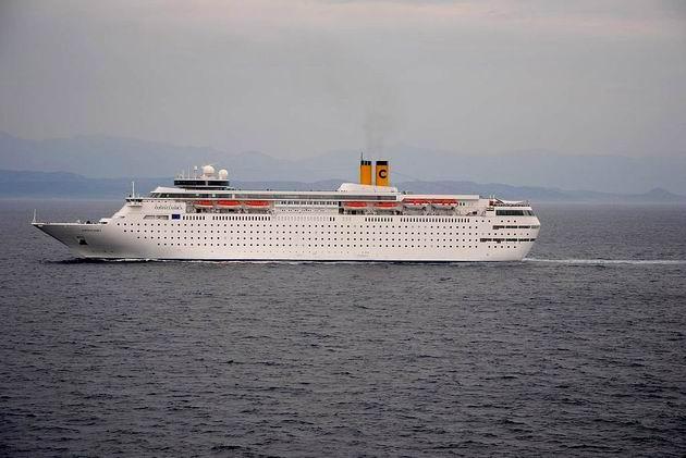 Výletní loď Costa Classica pluje Bonifáckým průlivem směrem k západu. 25.4.2013 © Lukáš Uhlíř