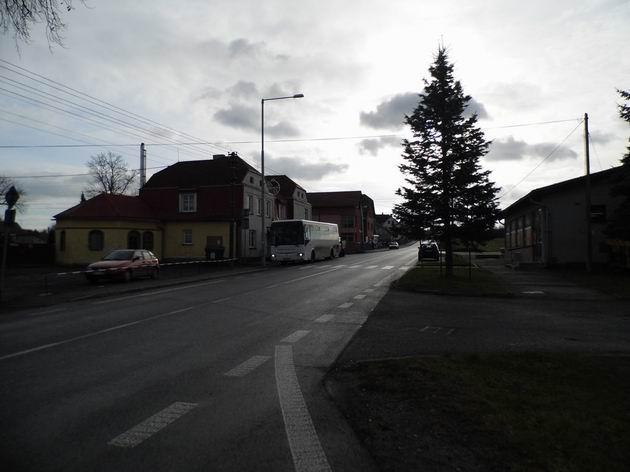 Autobus Irisbus Crossway dopravce Busline stojí na konečné linky z Frýdlantu u hraničního přechodu v Habarticích. 5.12.2013 © Jan Přikryl