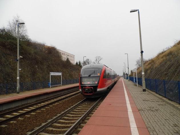 Desiro DB opouští nástupiště zastávky Zgorzelec-Miasto směrem do Wroclawi. 5.12.2013 © Jan Přikryl