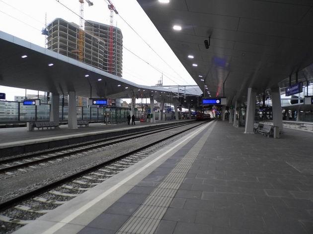 Vídeň: megalomanská, leč neútulná a nepraktická stavba hlavního nádraží v prostoru již dokončených nástupišť. 6.12.2013 © Jan Přikryl